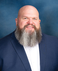 Agente de seguros Adam Bennett