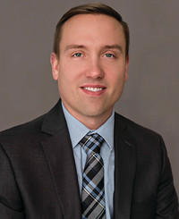 Agente de seguros Adam Veale