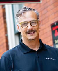 Agente de seguros Darius Mark