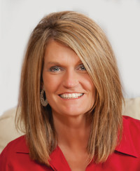 Insurance Agent Cindy Waggoner
