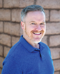 Agente de seguros James Raynor