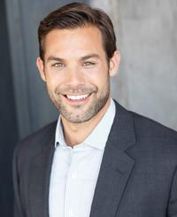Agente de seguros Adam Webber