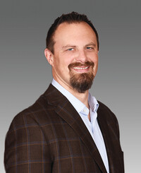 Agente de seguros James Baker