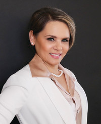 Insurance Agent Angelica Barraza-Penuelas