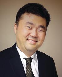 Agente de seguros JW Lee