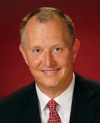 Agente de seguros John Adkins