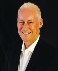 Agente de seguros Michael Cason