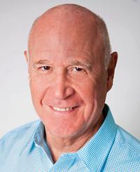 Agente de seguros Ralph MacNiven