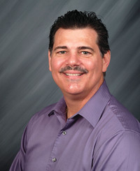 Agente de seguros Dean McConville