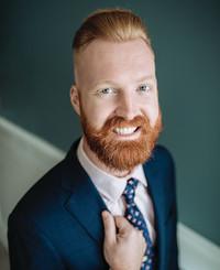 Agente de seguros Adam McCluer